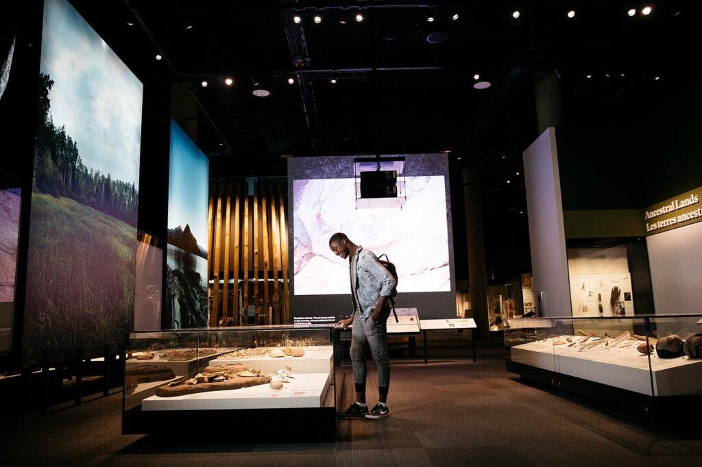 Spannende Einblicke in die Vergangenheit des heutigen Alberta. Galerie der Ahnen. Foto Image courtesy of the Royal Alberta Museum