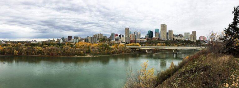 Blick auf das herbstliche Edmonton, der Hauptstadt der Prärie-Provinz Alberta. Foto hstiver / Deposit