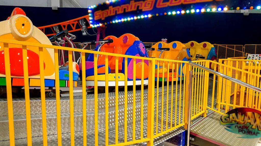 Auch die kleinsten Gäste sind im Galaxyland Amusement Park herzlich willkommen, wie man an dieser kunterbunten Bahn sieht. Foto Kryzhov / Deposit