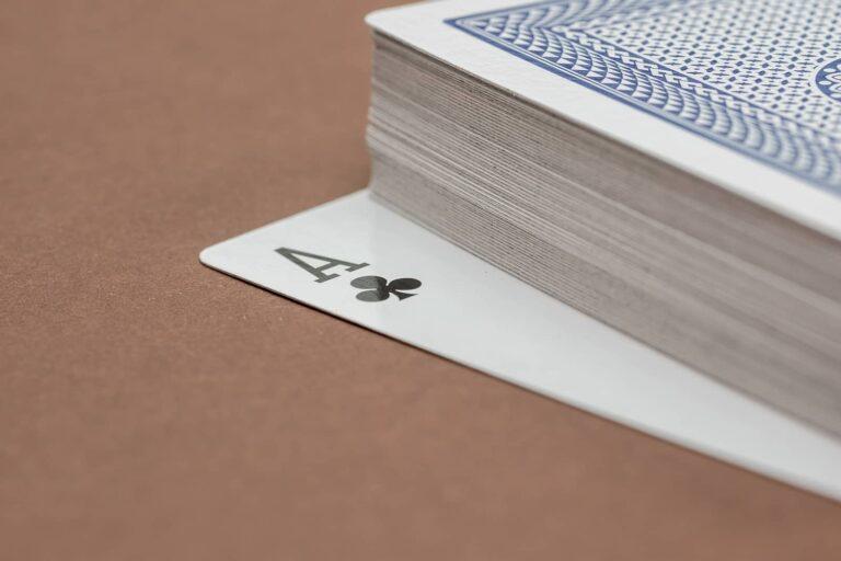 Kartenspiele sind in Kanada eine beliebte Freizeitbeschäftigung. Foto Pxhere, CC0 Public Domain