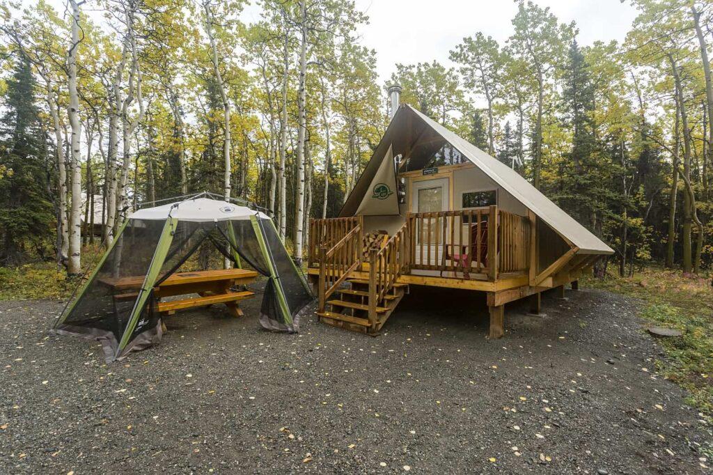Die Außenanlagen der Cabin-Plätze sind zweckmäßig und schön ausgestattet. Foto Parks Canada