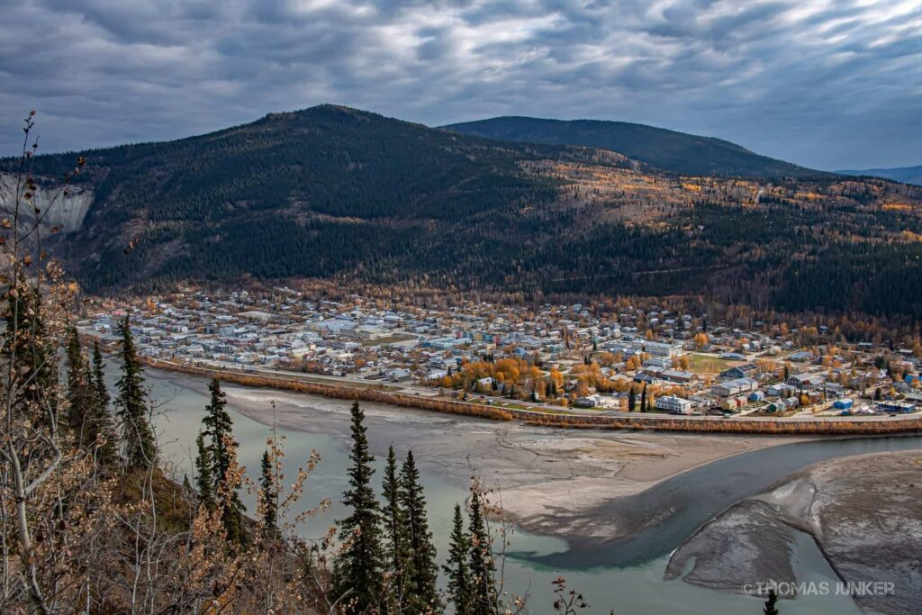 Blick vom Midnight Dome auf Dawson City. Foto ©Thomas Junker