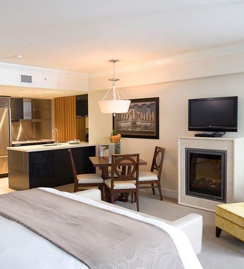 Blick in ein Zimmer des L'Hermitage Hotel in Vancouver, das keine Wünsche offen lässt. Foto © L'Hermitage Hotel, Vancouver