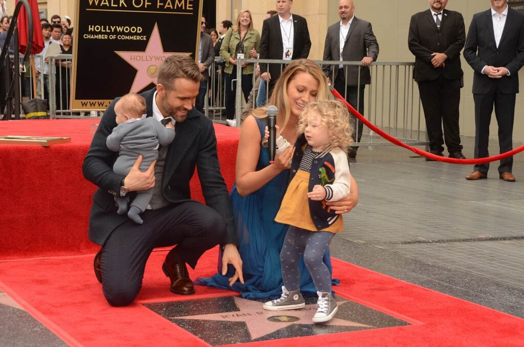 Bekannte Kanadische Schauspieler: Ryan Reynolds mit Familie bei der Hollywood Walk of Fame Ceremony in Hollywood im Jahr 2016. Foto © s_bukley