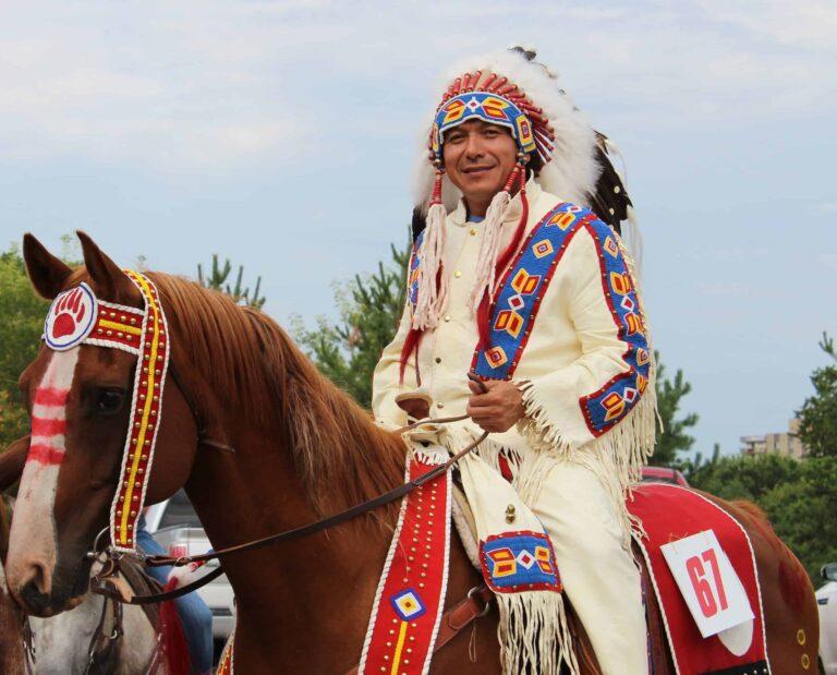 Erfolgreiche Dakota First Nation mit Chief Darcy Bear an der Spitze. Foto Whitecap Dakota Dunes