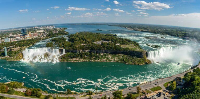 Sowohl an den Niagara Fällen im US-Bundesstaat New York als auch an den Fällen in der kanadischen Provinz Ontario soll der Tourismus schnellstmöglich wieder starten. Foto jgorzynik / Deposit