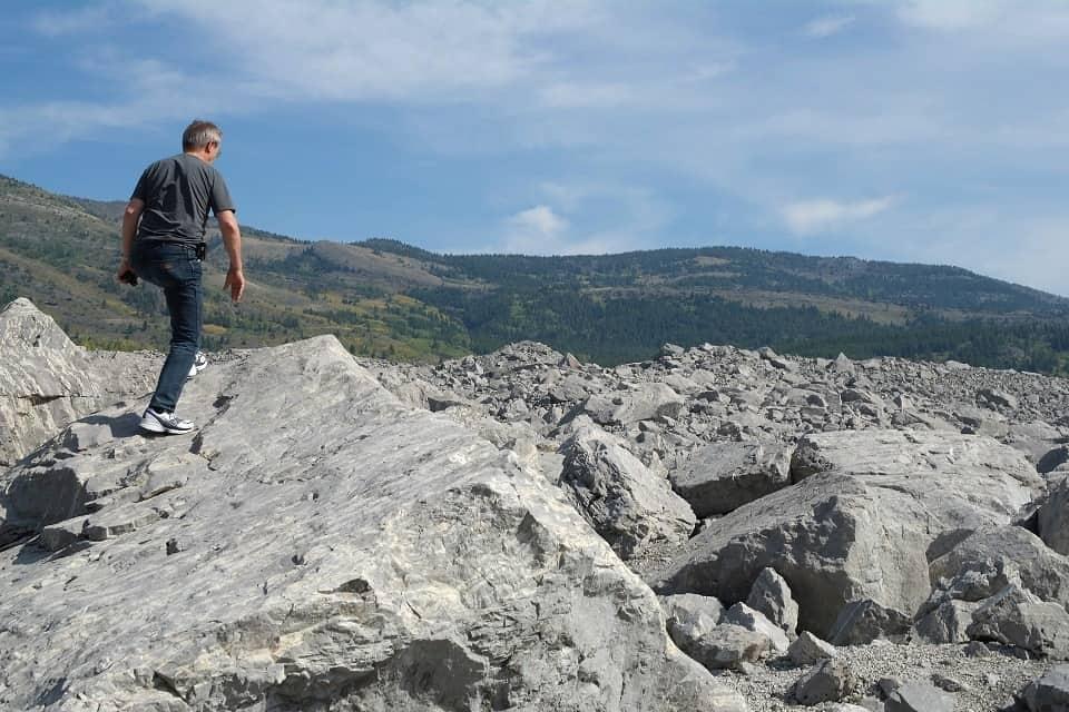 Riesige Felsbrocken haben sich den Weg ins Tal gebahnt und alles unter sich begraben. Foto ©Bernadette Calonego