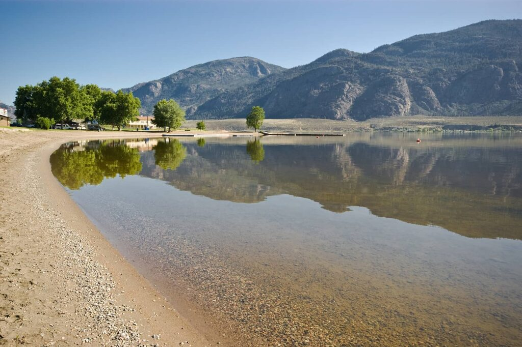 Strandabschnitt am Osoyoos Lake im Okanagan Valley. Foto eppic / Deposit