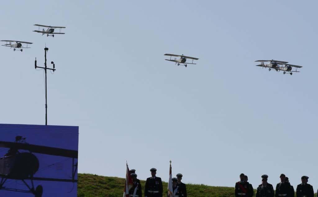 Fünf Flugzeuge des 1. Weltkrieges hat die Vimy Flight Association detailgetreu nachgebaut, vier Nieuport 11 und eine SE5, sie überflogen während der Zeremonie Vimy Ridge. Foto Alfred Pradel
