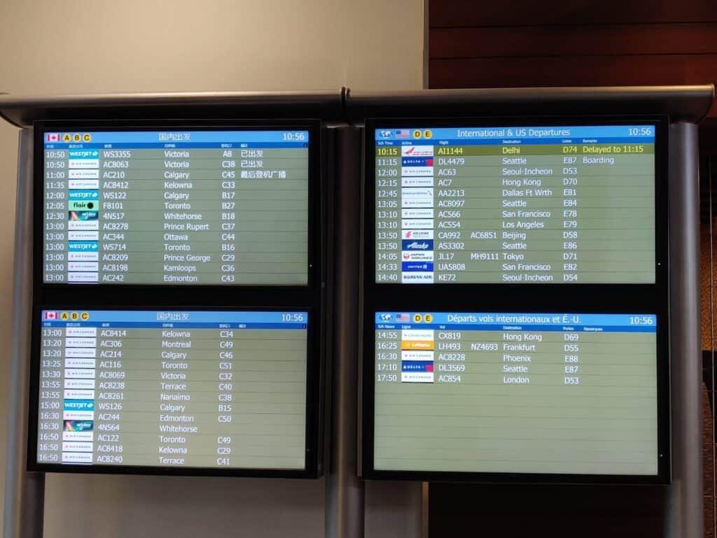 Anzeigetafel der Abflüge und Ankünfte auf dem Internationalen Flughafen in Vancouver am 9. August 2020. Die Covid-19 Krise hat den Luftverkehr immer noch im Griff. Foto Tobias Barth