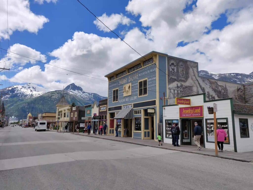 Auf dem Broadway in Skagway - Alaska. Foto Tobias Barth / EPIC NORTH Tour Experiences