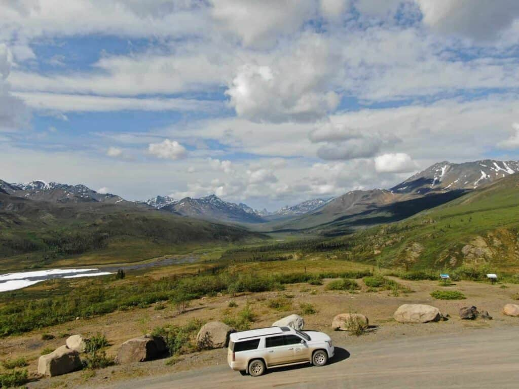 Auf dem Dempster Highway im Tombstone Mountain Provincial Park. Foto Tobias Barth / EPIC NORTH Tour Experiences