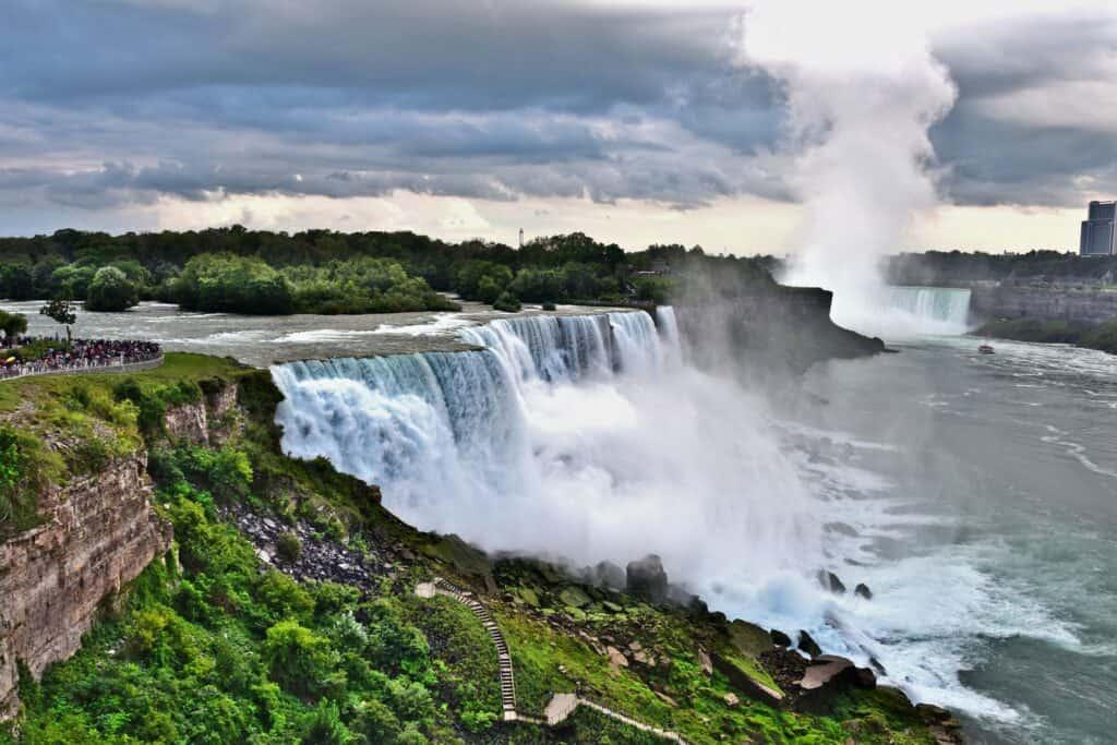 Die Niagarafälle von den American Falls aus gesehen. Foto Nikolaus Bader / Pixabay