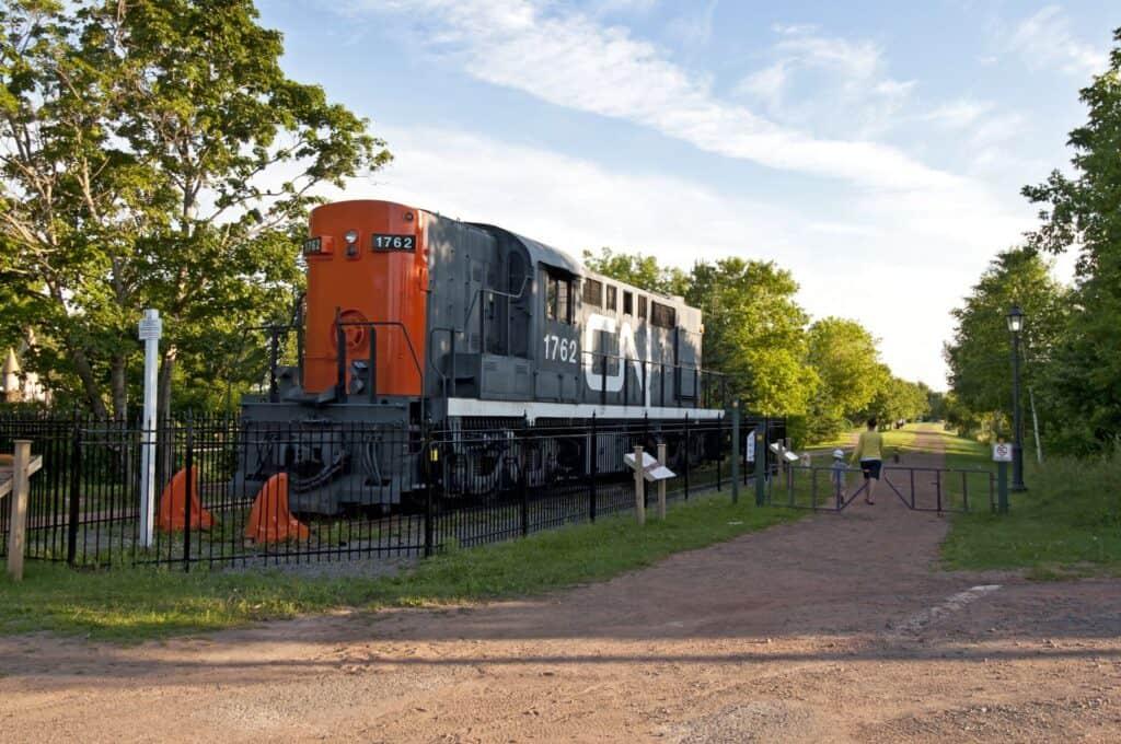 Die Lok erinnert an die Zeit, als der Confederation Trail noch eine Eisenbahnlinie war. Foto PEI Tourism