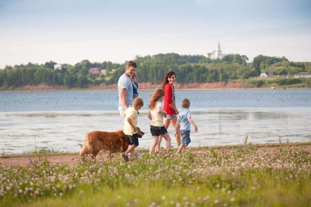 Der Confederation Trail lässt sich mit der ganzen Familie entdecken und erwandern. Foto PEI Tourism