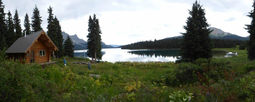 Wandern in Kanada. Unterwegs auf dem Great Divide Trail führt uns der Weg am Kakwa Lake vorbei. Foto Erin Saver