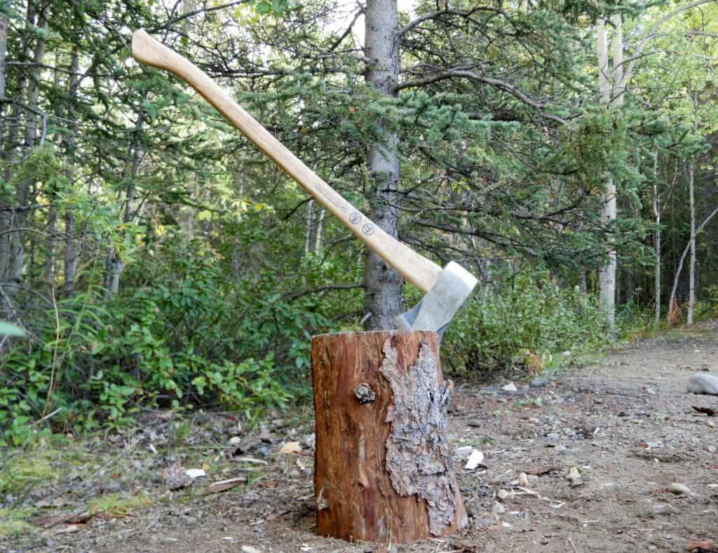 Brennholz wird auf allen Campingplätzen in den Territorialparks des Yukon gestellt. Foto Alfred Pradel