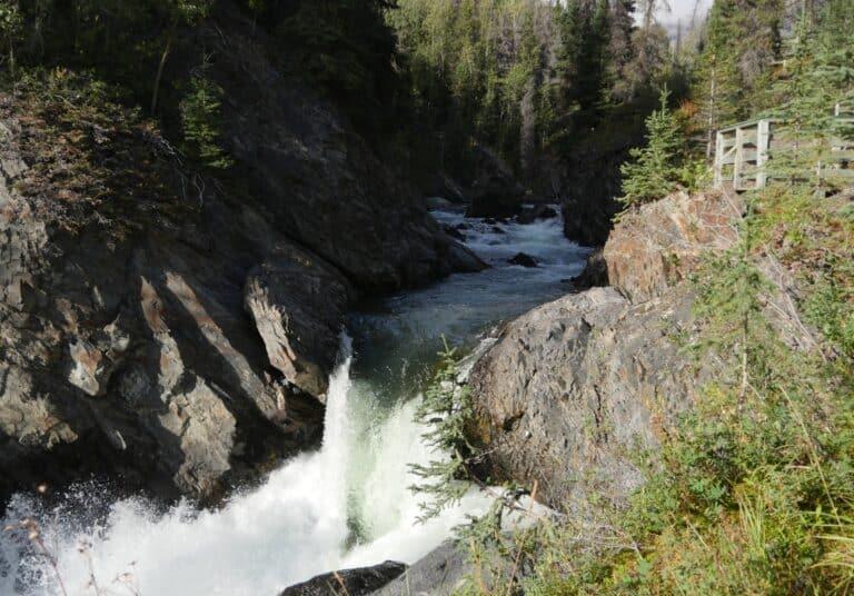Camping im Yukon ist immer noch ein besonderes Abenteuer, das viele Menschen erleben. Nun werden die Gebühren für die Campingplätze in den Territorialparks erhöht. Foto Alfred Pradel