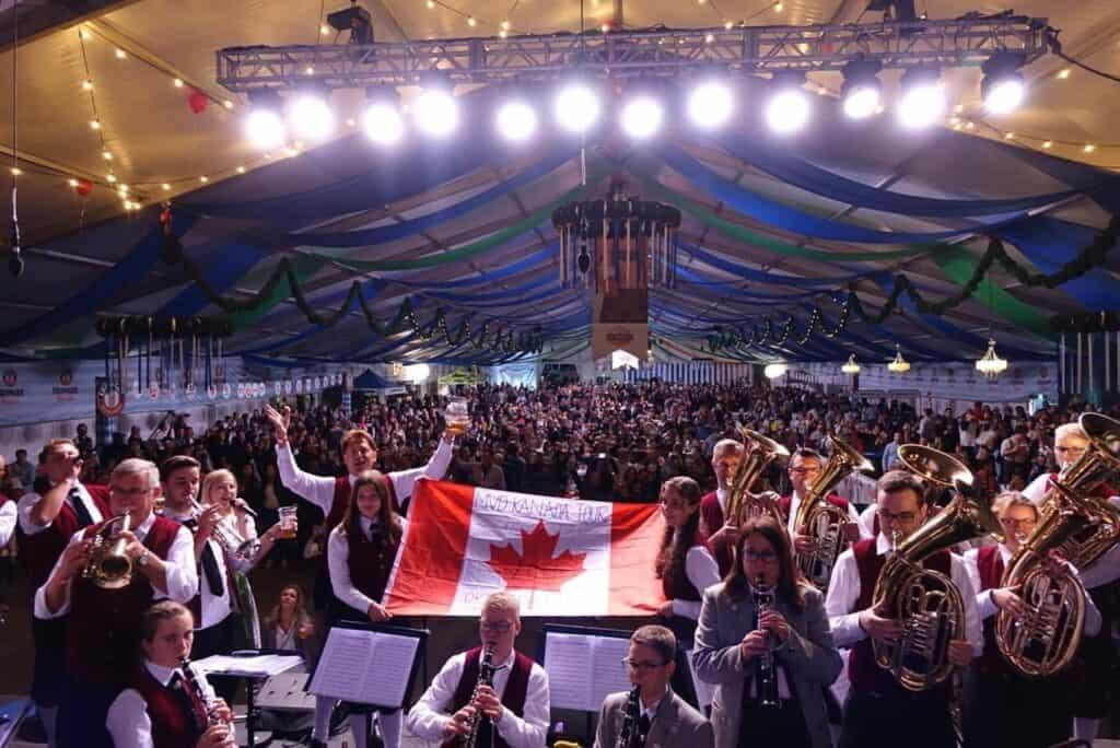 Es war eine spannende Reise für die Härtsfelder Musikantinnen und Musikanten, die sie sogar zum Oktoberfest in Toronto, der größten Stadt Kanadas, führte. Foto Stadt Neresheim