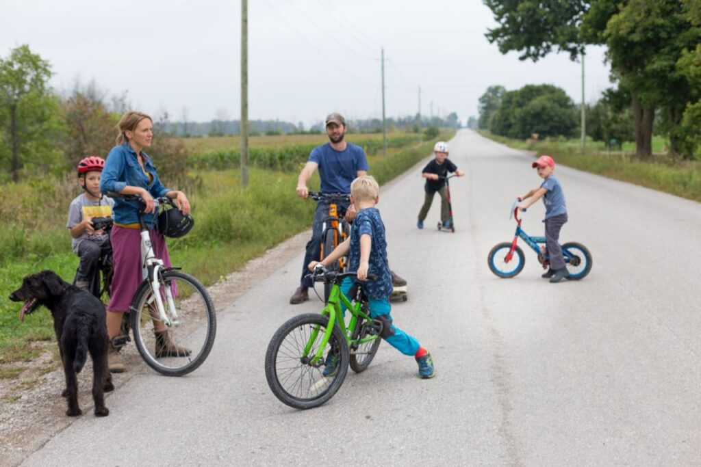 Happy Family - Ausflug mit Kindern und Hund. Foto estherbrycephotography