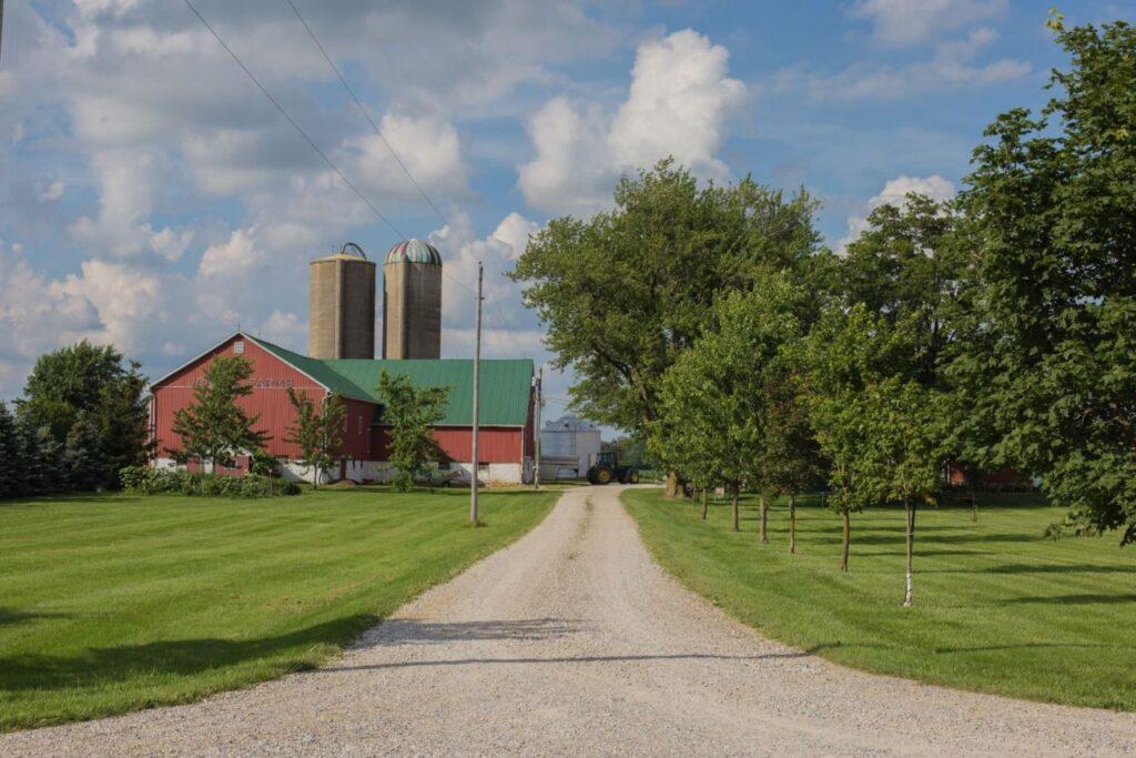 Evelyn Muellers neue Heimat nach der Auswanderung, die Farm in Perth East, Ontario. Foto estherbrycephotography