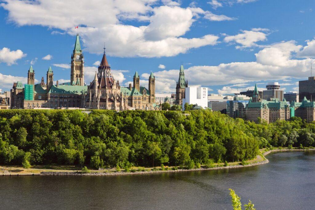Neben Toronto, der größten Stadt Kanadas liegt auch die Bundeshauptstadt Ottawa in der Provinz Ontario. Foto tiger_barb / Deposit