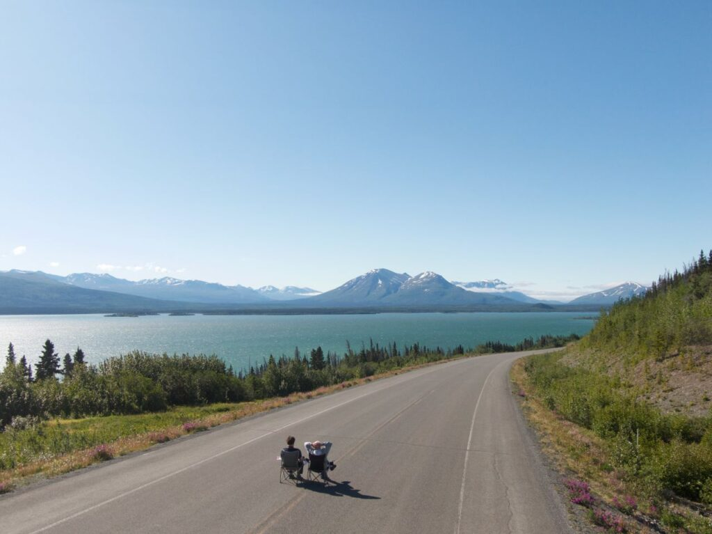 """Manche der Traumstraßen im Yukon sind so """"stark"""" befahren, dass man auch darauf chillen kann. Foto Holger Bergold"""