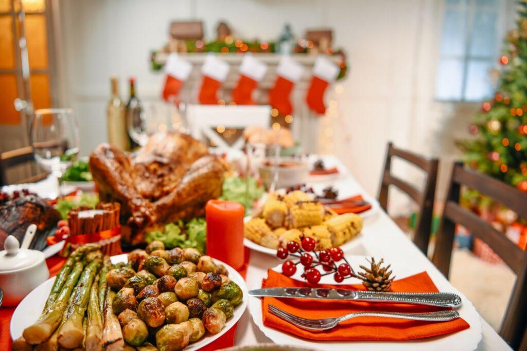 Ein typischer Weihnachtsdinner-Tisch in Kanada. Foto ArturVerkhovetskiy / Deposit