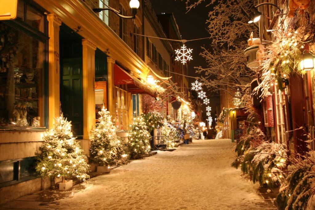 Weihnachtsnacht in Québec City. Foto windjunkie / Deposit