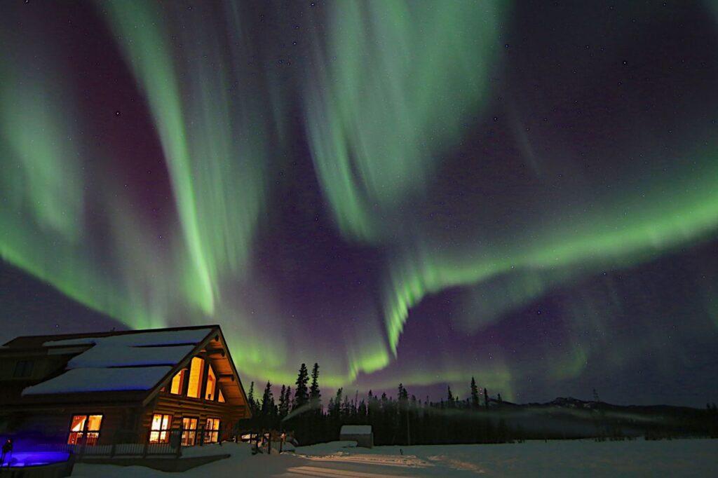 Das schönste am Yukon Winter? Wenn die mystischen Nordlichter am Himmel tanzen, dann weiss man, dass man im Paradies ist. Foto Northern Light Resort & Spa