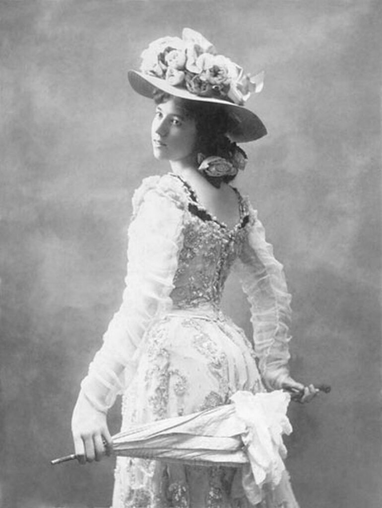 """Die besondere Frau des Gold Rush: Kathleen Eloise Rockwell, sie wurde als """"Klondike Kate"""" weltbekannt. Foto unbekannter Fotograf / Public Domain"""