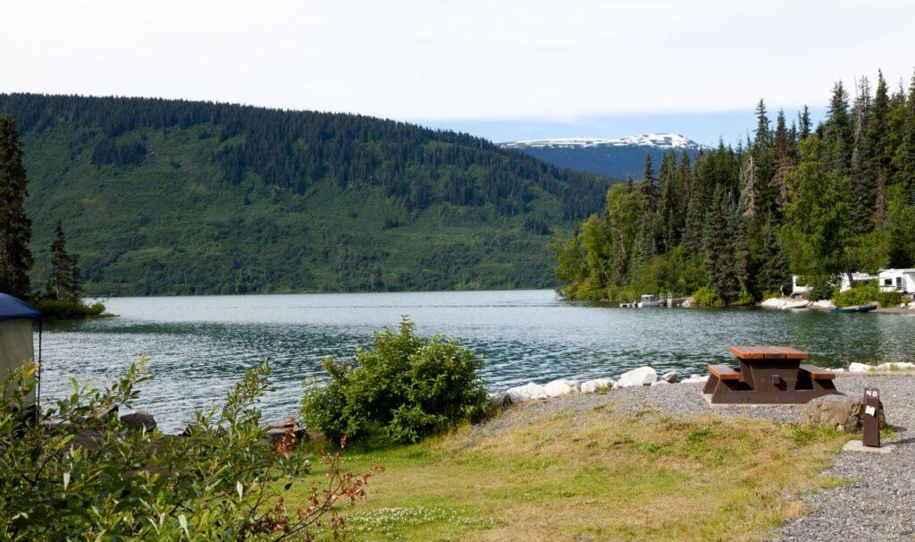 Der Meziadin Lake in British Columbia liegt in der Nähe der Minenstadt Steward. Foto Devon / Deposit