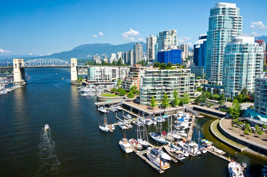 Die Perle Vancouver, umrahmt von Pazifik und Coast Mountains. Foto matfron / Deposit