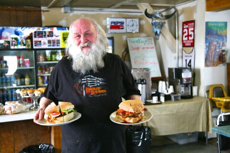 Fast Food im Yukon kann soooo lecker sein. Burger & Co. warten auf euch. Foto Holger Bergold