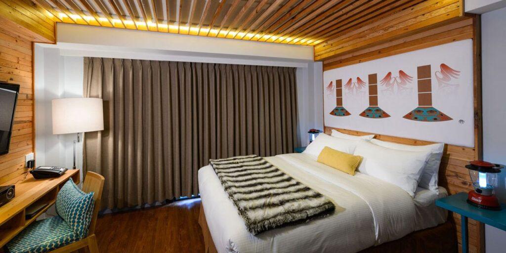 Ein Blick in die Tlingit Hat Suite im Hotel Skwachàys Lodge. Foto ©Skwachàys Lodge