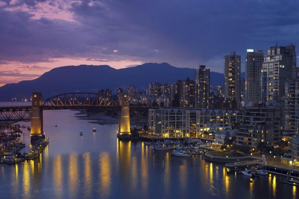 Thomas Lehr hat einige Jahre in Vancouver gelebt, er liebt die Stadt am Pazifik. Foto Steve Allen / Deposit