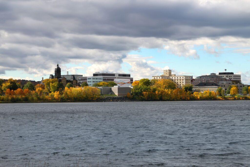 Ein Blick auf die Provinzhauptstadt von New Brunswick, Fredericton. Foto gvictoria / Deposit