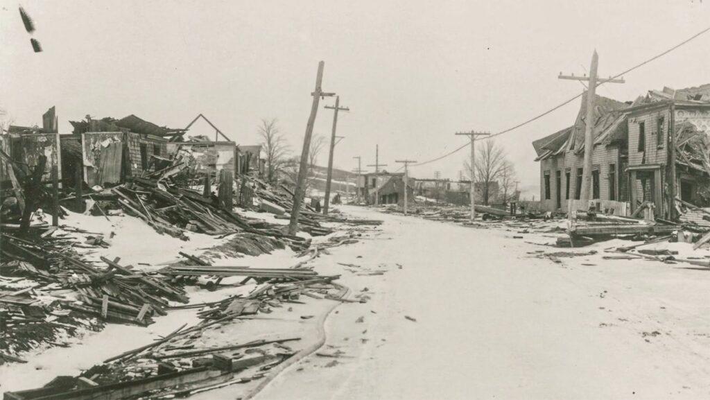 Die Halifax-Explosion zerstört ein ganzes Stadtviertel. Fast 2 000 Menschen verlieren ihr Leben, etwa 9 000 werden verletzt. Foto © ZDF/Nova Scotia Public Archives.