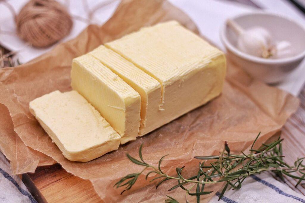 Ein halbes Pfund, bei Butter noch eine gängige Maßeinheit. Foto rodeopix / Pixabay