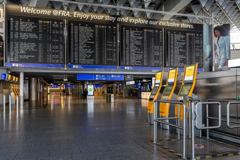 Parken am Flughafen, wie hier am Frankfurter Fraport. Foto Gerald Friedrich / Pixabay