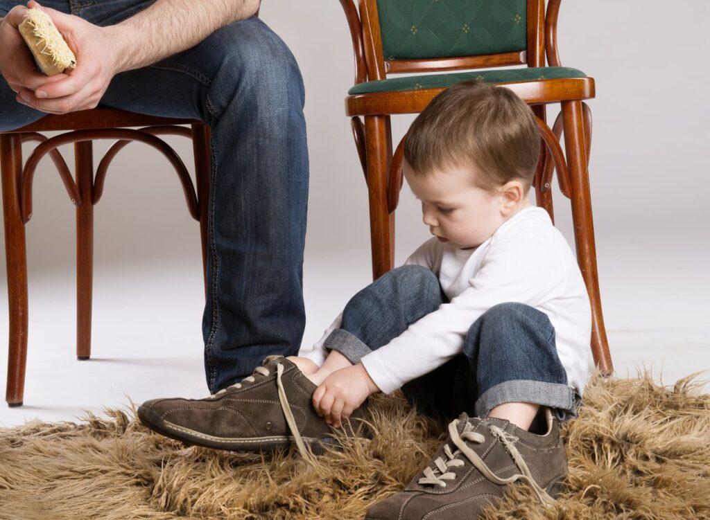 Die richtige Schuhgröße ermitteln, bei Kinder sehr wichtig. Foto halfpoint / Deposit