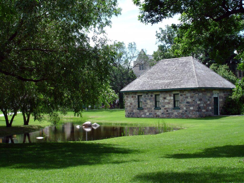 Das Little Stone Schoolhouse, das erste von drei Schulen mit dem Namen Victoria School. Foto Drm310 / https://creativecommons.org/licenses/by-sa/3.0/deed.en