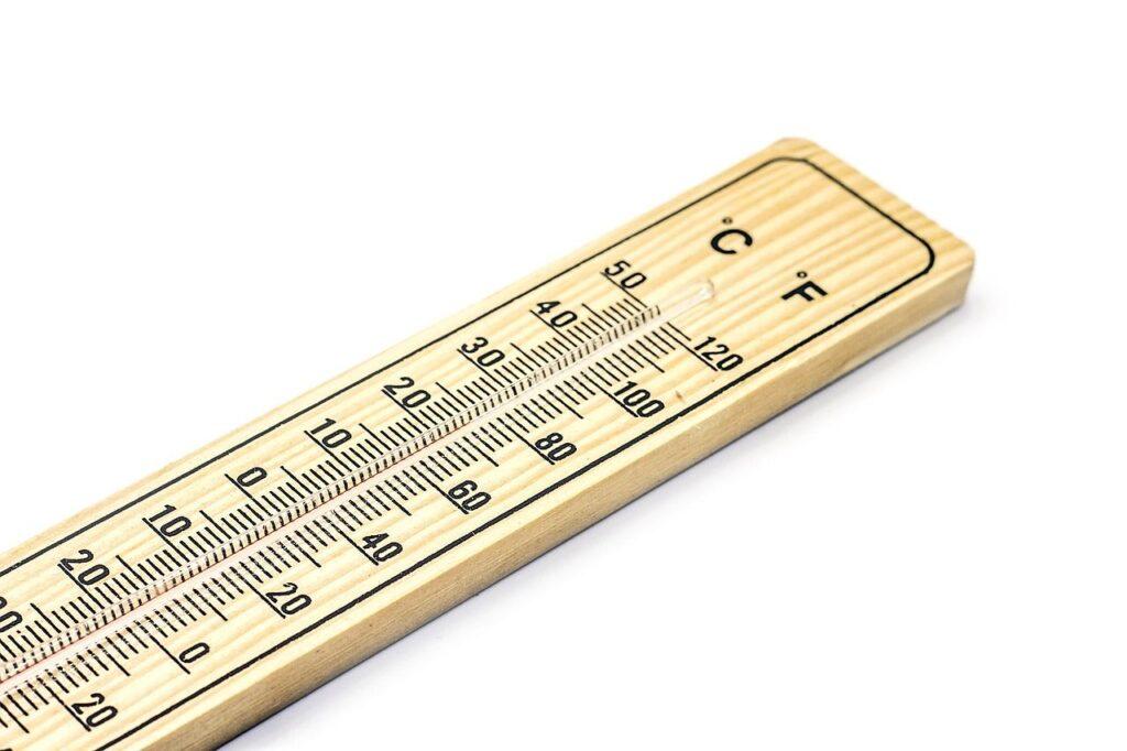 Während in Deutschland Temperaturen in Grad Celsius angegeben werden, geschieht dies in Kanada und den USA überwiegend in Grad Fahrenheit. Foto Alexandru Strujac / Pixabay