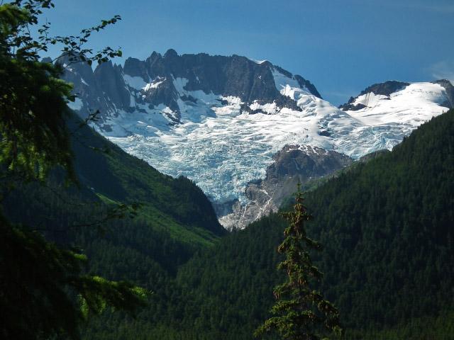Traumhaft schöne Landschaften begleiten den Wanderer im Yukon.