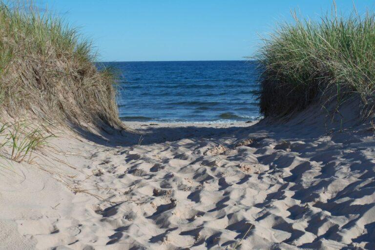 Blick auf den Strand mit singenden Sanden in Souris. Foto © Bernadette Calonego