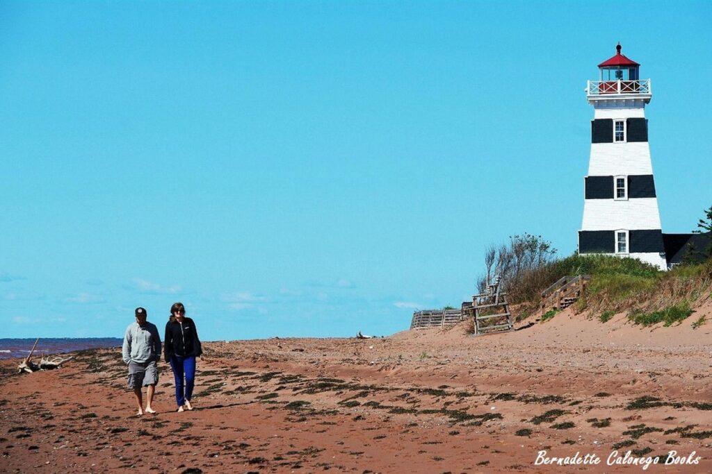 Bernadettes Kolumne: Cedar-Dunes-Strand mit dem West-Point-Leuchtturm. Foto © Bernadette Calonego