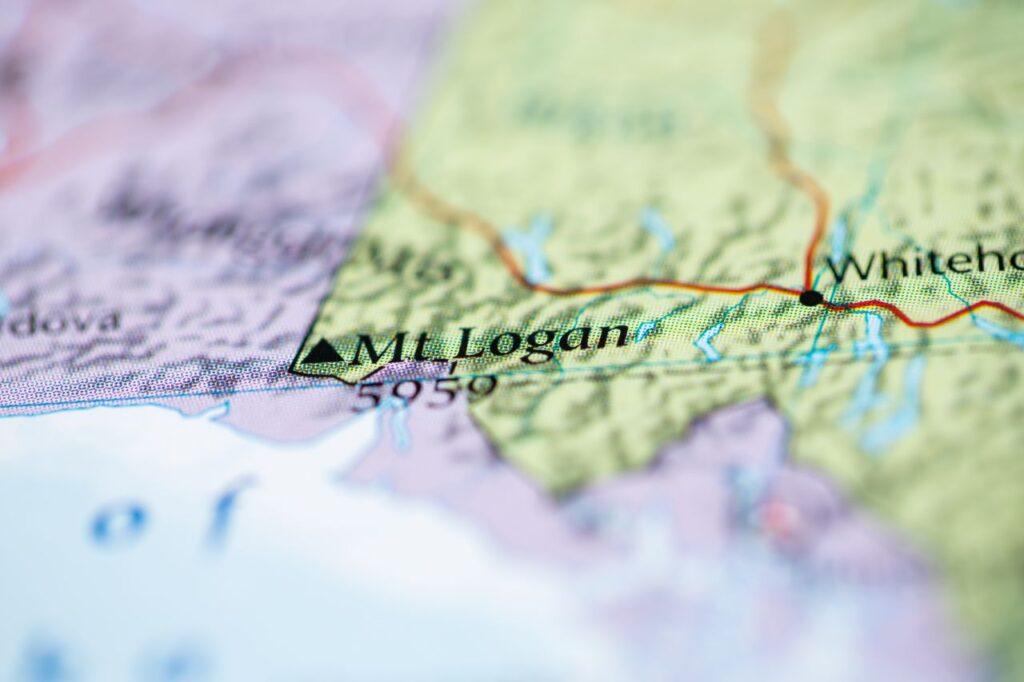 Der Standort des Mount Logan auf der Landkarte. Foto aliceinwonderland2020 / Deposit