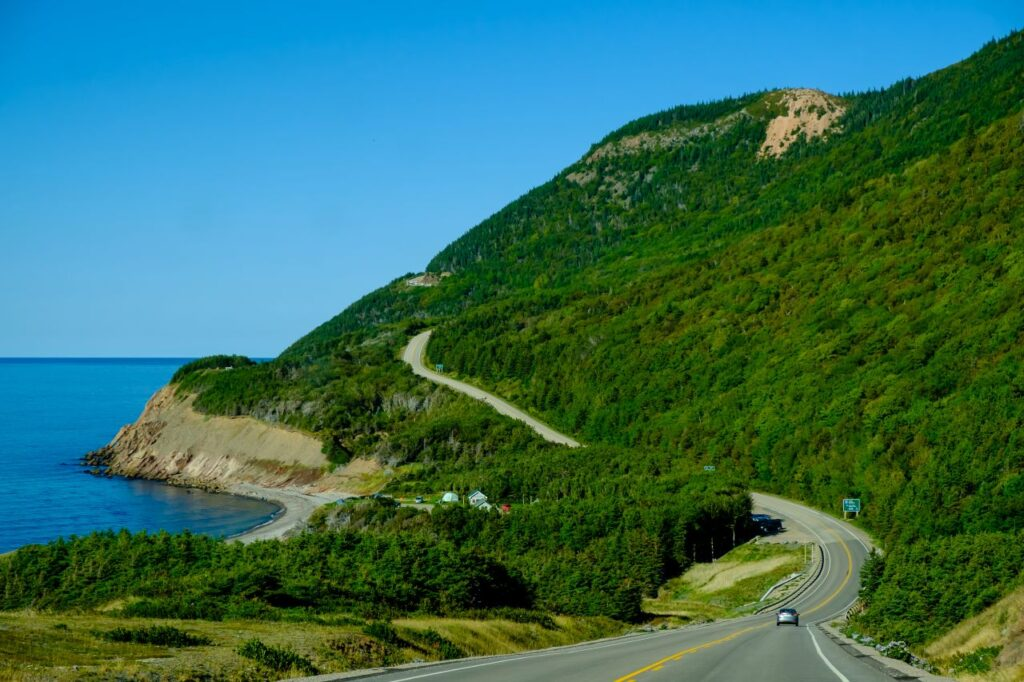 Ein Blick der zeigt, warum der Cabot Trail zu den schönsten Panoramastraßen der Welt gehört. Foto vadimkatch / Deposit