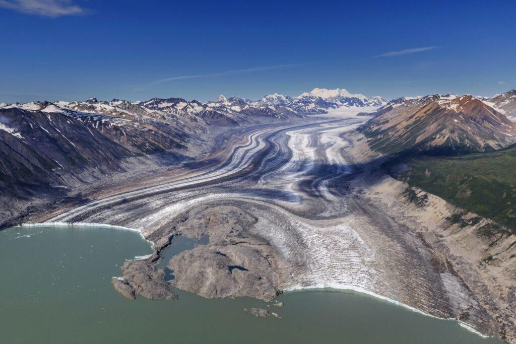Das gleichnamige Eisfeld im Kluane Nationalpark and Reserve of Canada im Yukon. Foto sunsinger / Deposit