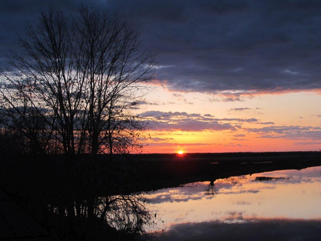 Eine abendliche Impression aus der neuen Heimat von Claudia. Cobbs Lake Creek in Rockland, Ontario. Foto CF